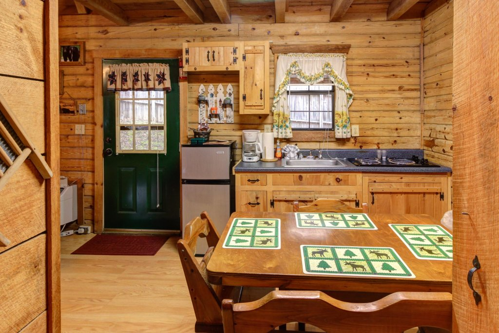 Photo of a Sevierville Cabin named Bear Haven Cabin - This is the eighteenth photo in the set.