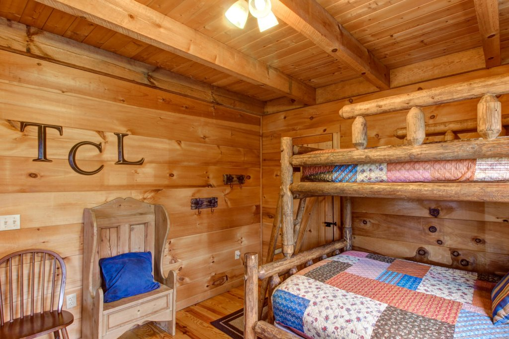 Photo of a Sevierville Cabin named Twin Cub Lodge Cabin - This is the thirty-fifth photo in the set.