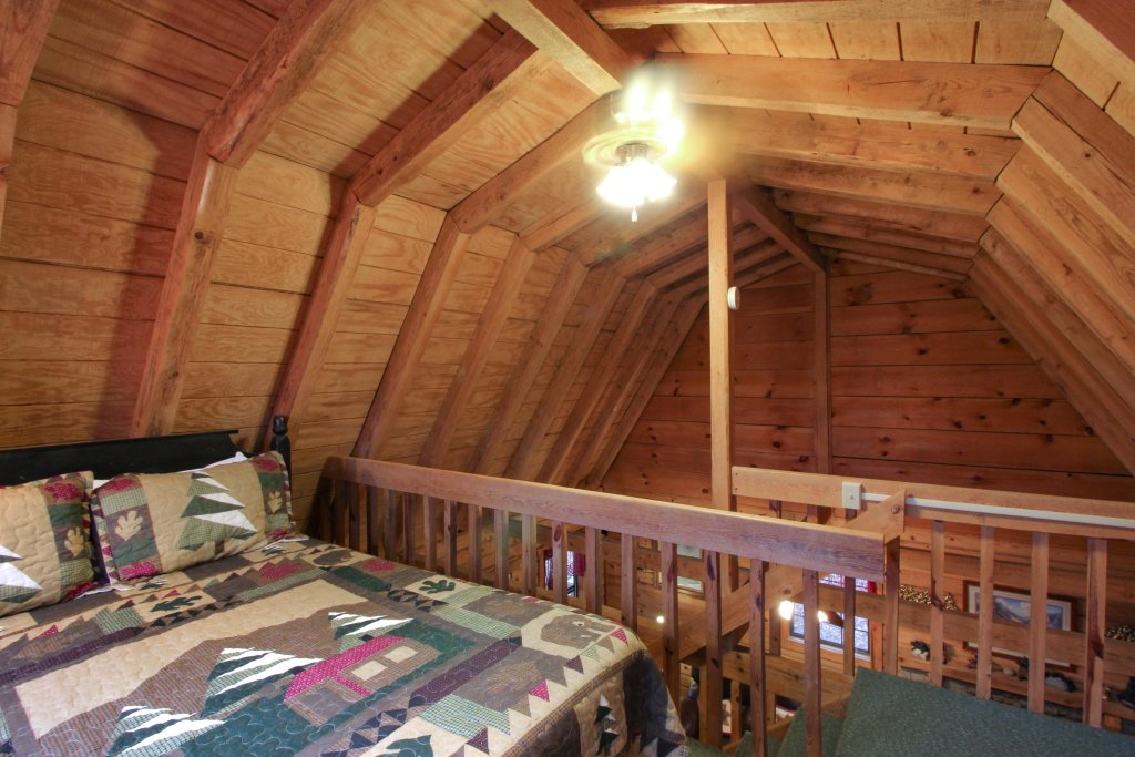 Photo of a Sevierville Cabin named Bear Haven Cabin - This is the twelfth photo in the set.