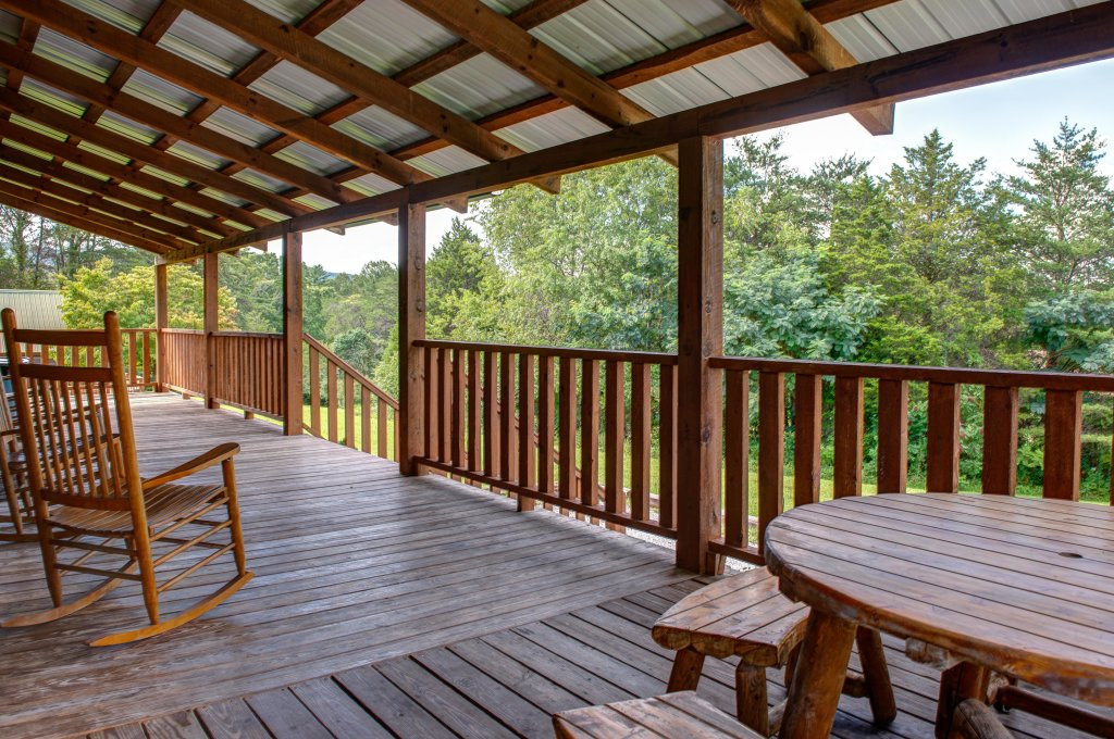 Photo of a Sevierville Cabin named Twin Cub Lodge Cabin - This is the forty-fourth photo in the set.