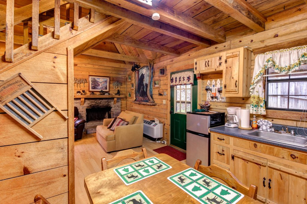 Photo of a Sevierville Cabin named Bear Haven Cabin - This is the sixteenth photo in the set.