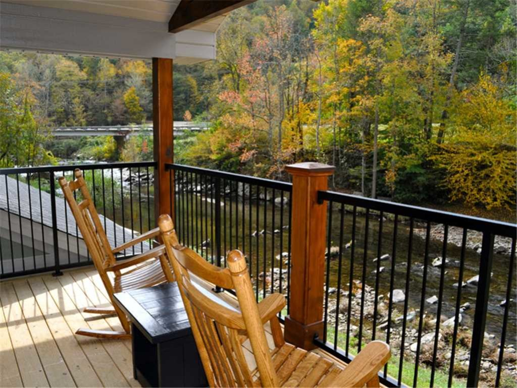 Photo of a Sevierville Cabin named River Memories - This is the fourth photo in the set.