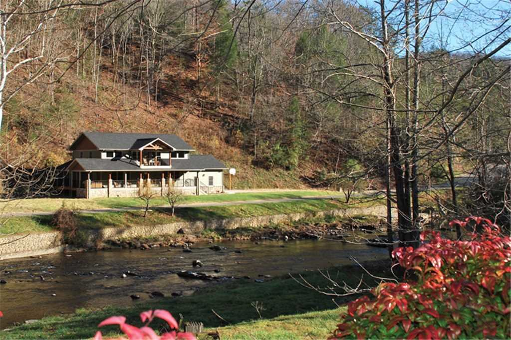 Photo of a Sevierville Cabin named River Memories - This is the twenty-fourth photo in the set.