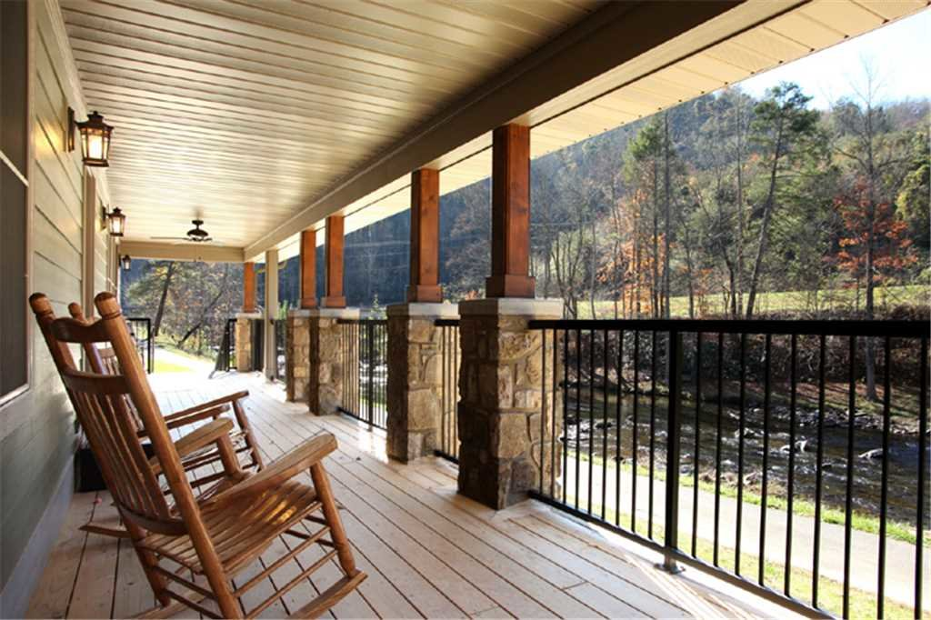 Photo of a Sevierville Cabin named River Memories - This is the twentieth photo in the set.