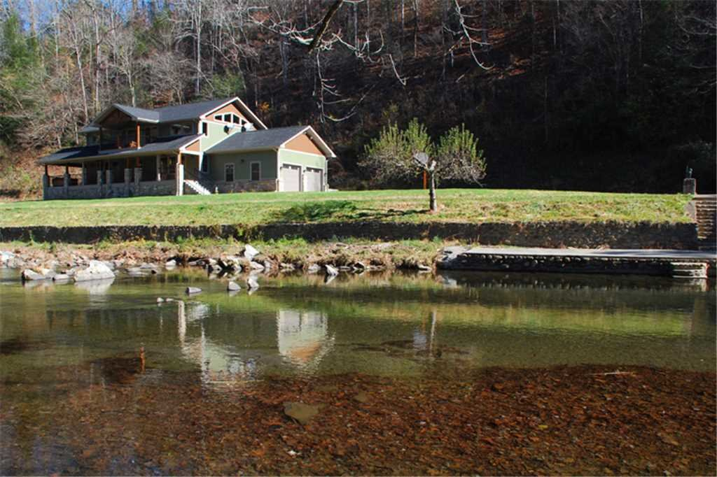 Photo of a Sevierville Cabin named River Memories - This is the twenty-second photo in the set.