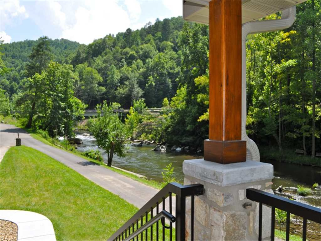 Photo of a Sevierville Cabin named River Memories - This is the twenty-seventh photo in the set.