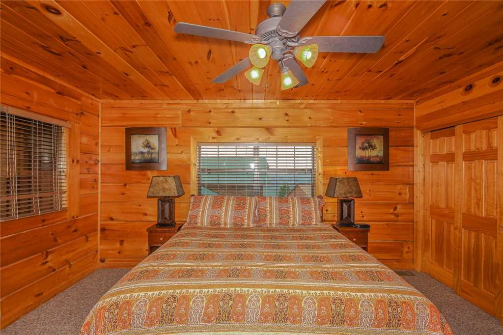 Photo of a Pigeon Forge Cabin named Grand View Lodge - This is the eleventh photo in the set.