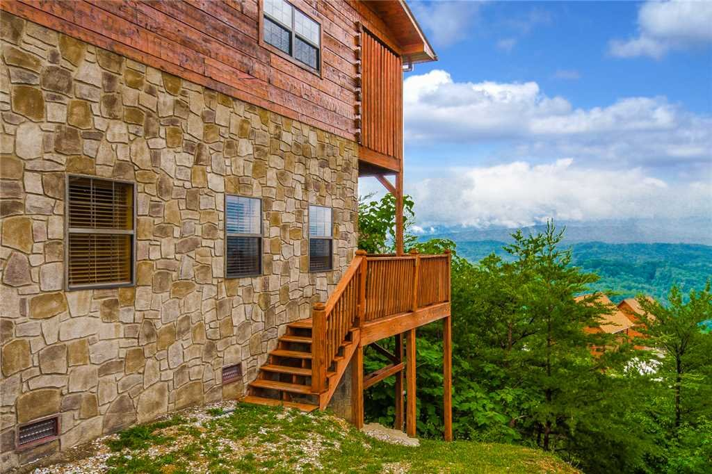 Photo of a Pigeon Forge Cabin named Grand View Lodge - This is the thirty-first photo in the set.
