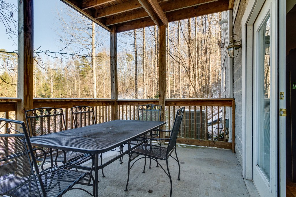 Photo of a Gatlinburg Cabin named Gatlinburg Mountain Splash - This is the eighty-second photo in the set.