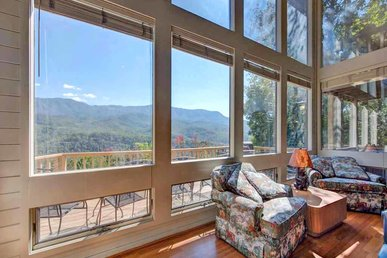 Woodshed, 2 Bedrooms, Mountain View, Jetted Tub, Pool Access, Sleeps 5
