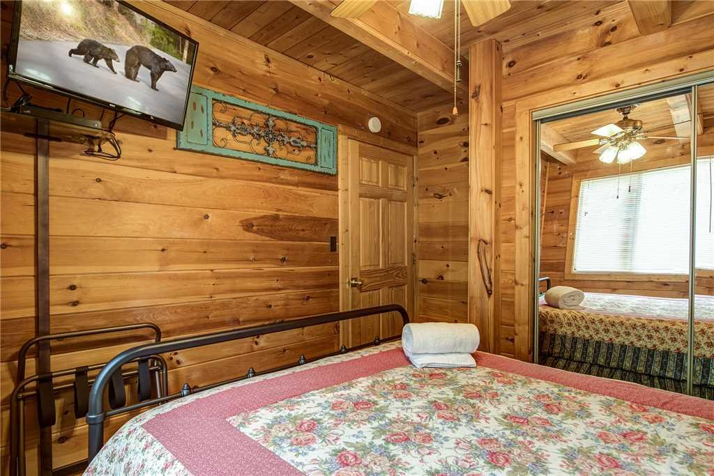 Photo of a Gatlinburg Cabin named Smoky Mountain View - This is the thirteenth photo in the set.