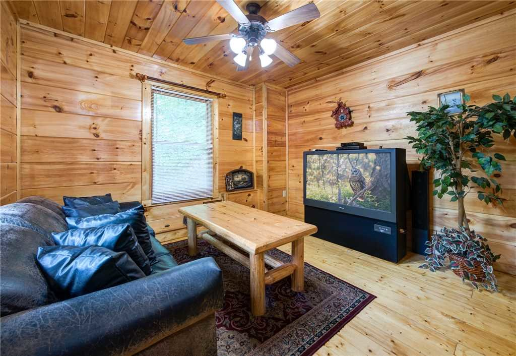 Photo of a Gatlinburg Cabin named Cabin Of Dreams - This is the tenth photo in the set.