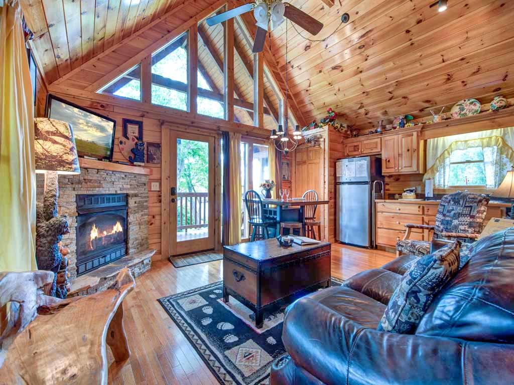 Photo of a Gatlinburg Cabin named Artistic Mountain - This is the first photo in the set.