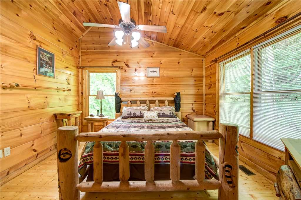 Photo of a Gatlinburg Cabin named Cabin Of Dreams - This is the nineteenth photo in the set.