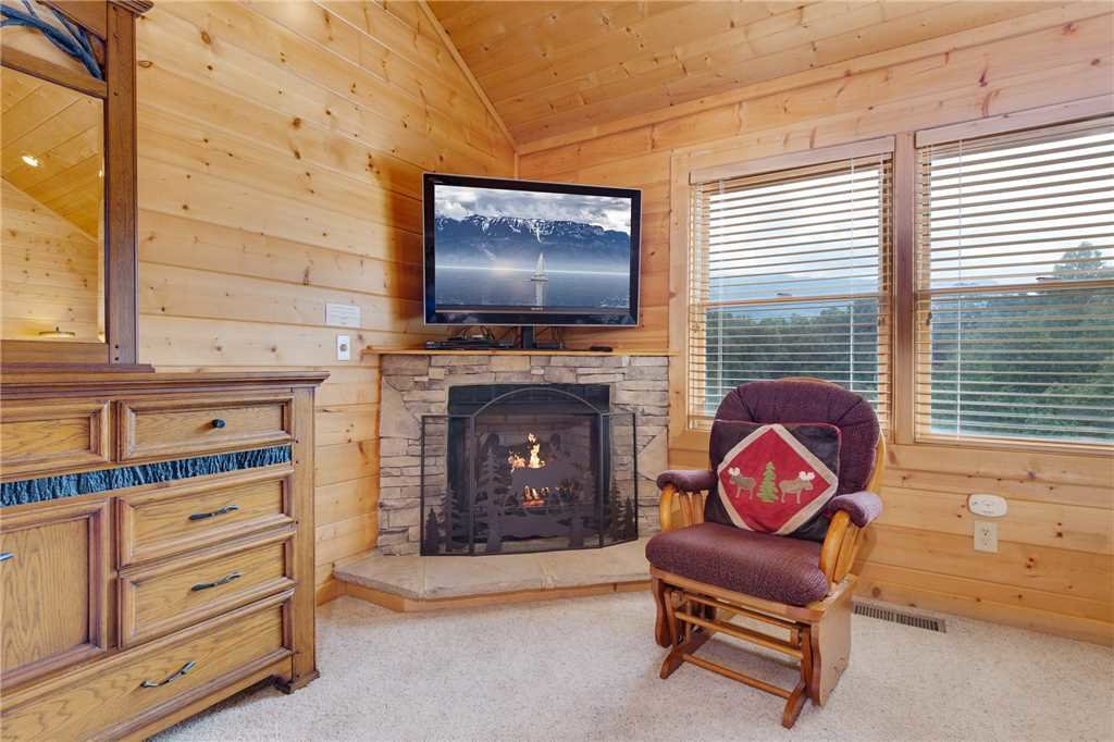 Photo of a Gatlinburg Cabin named Changes In Latitude - This is the nineteenth photo in the set.