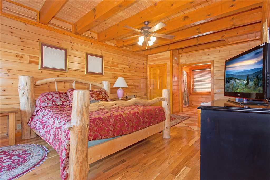 Photo of a Pigeon Forge Cabin named Bit O'honey - This is the twenty-first photo in the set.