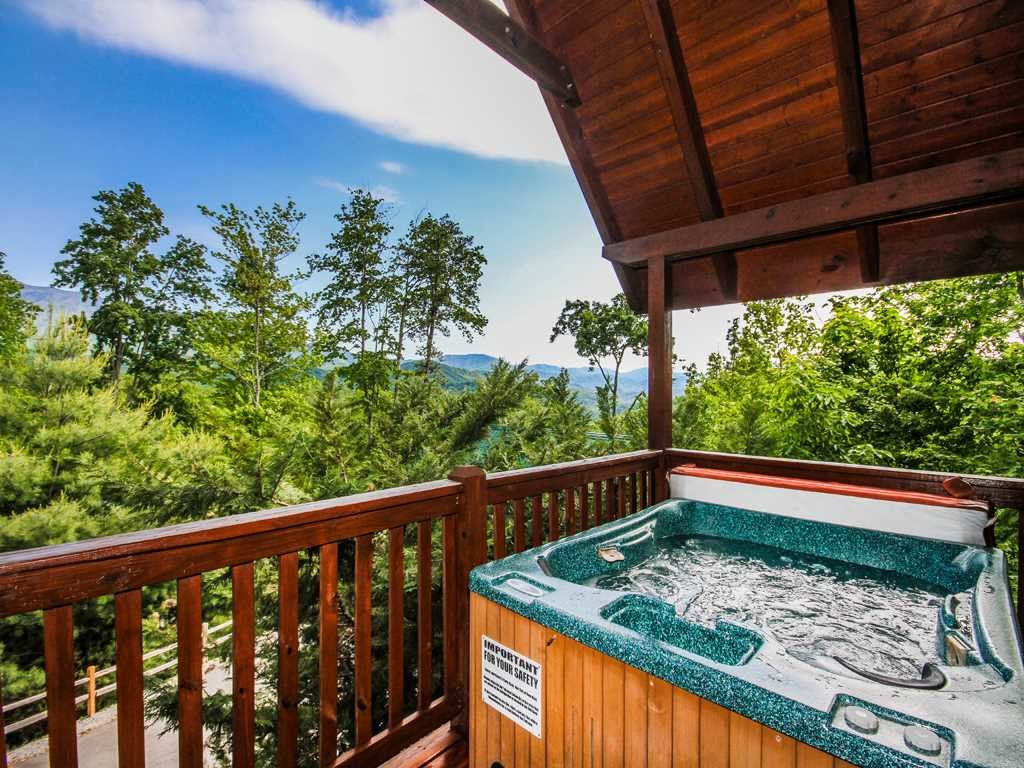 Photo of a Gatlinburg Cabin named Bear Hugs - This is the first photo in the set.