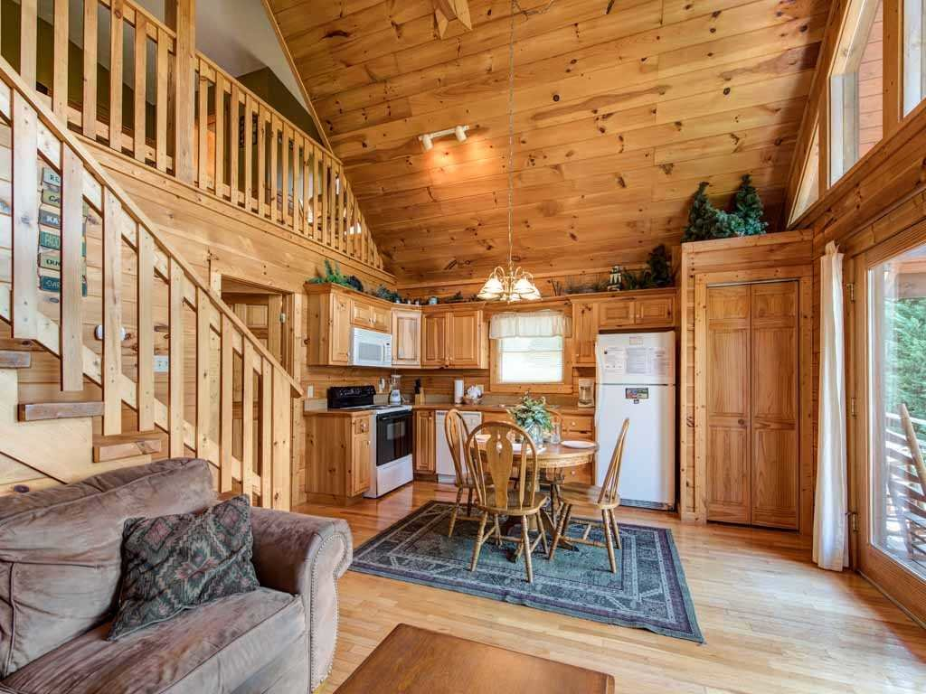 Photo of a Gatlinburg Cabin named Bear Hugs - This is the sixth photo in the set.