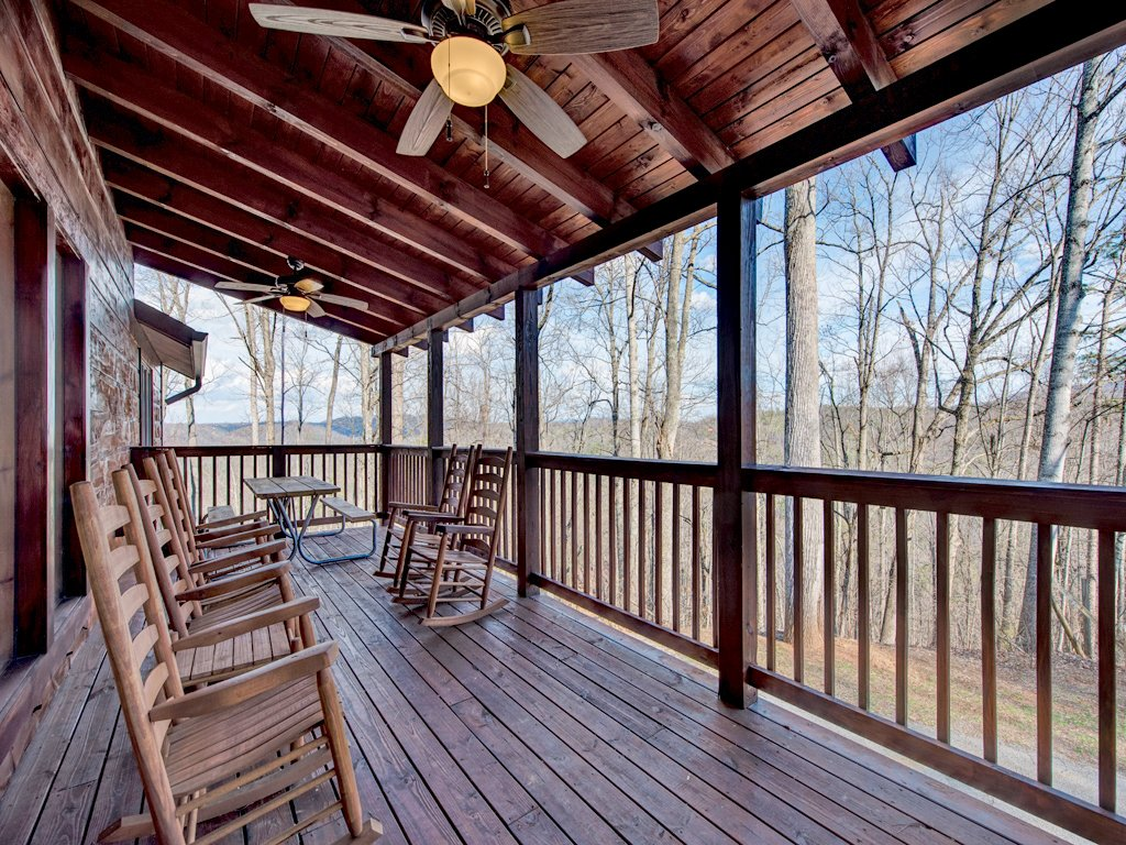 Photo of a Sevierville Cabin named Parkside Lodge - This is the third photo in the set.