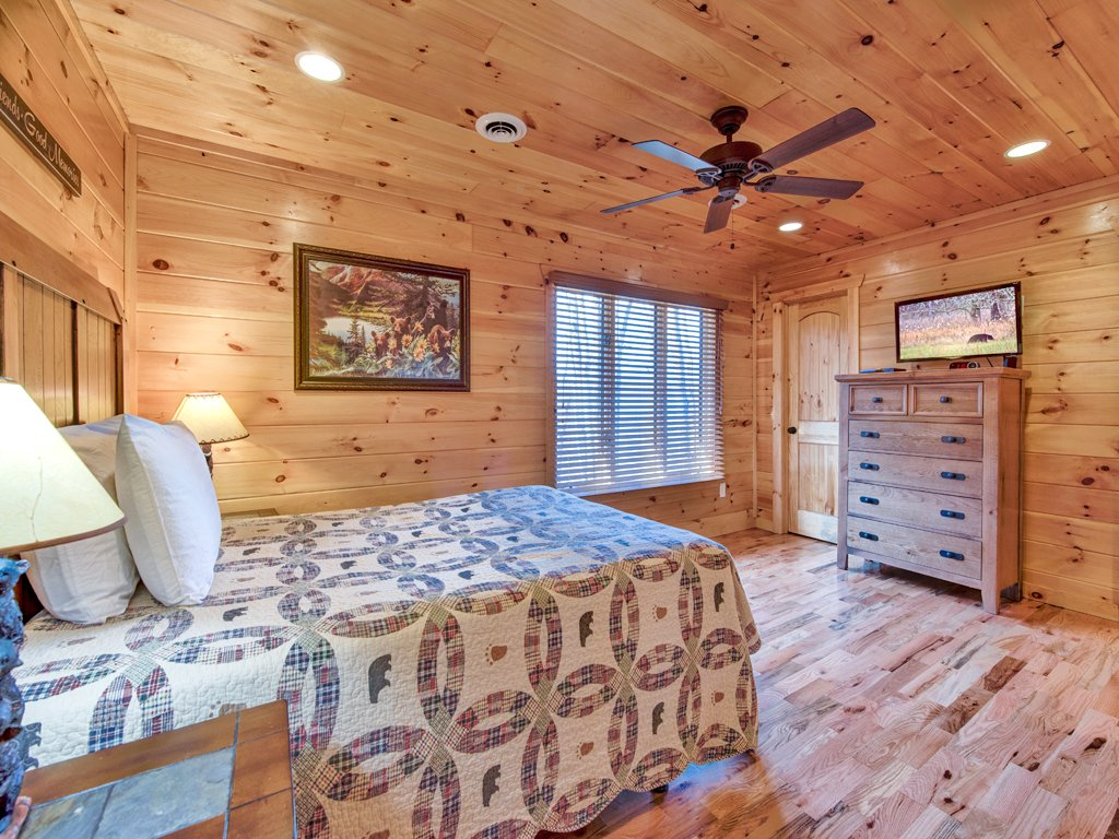 Photo of a Sevierville Cabin named Parkside Lodge - This is the twenty-first photo in the set.