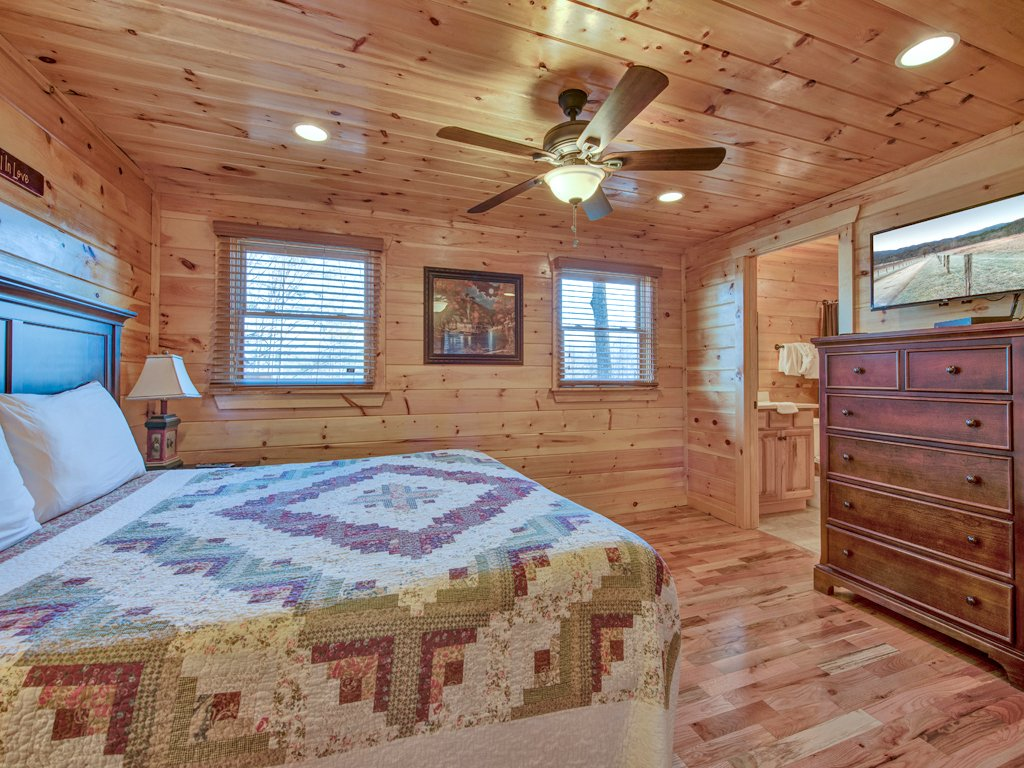 Photo of a Sevierville Cabin named Parkside Lodge - This is the twenty-fourth photo in the set.