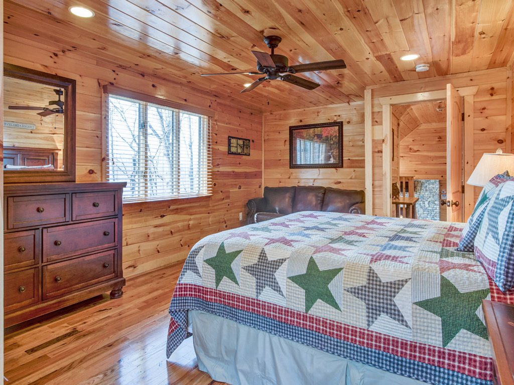 Photo of a Sevierville Cabin named Parkside Lodge - This is the twenty-sixth photo in the set.
