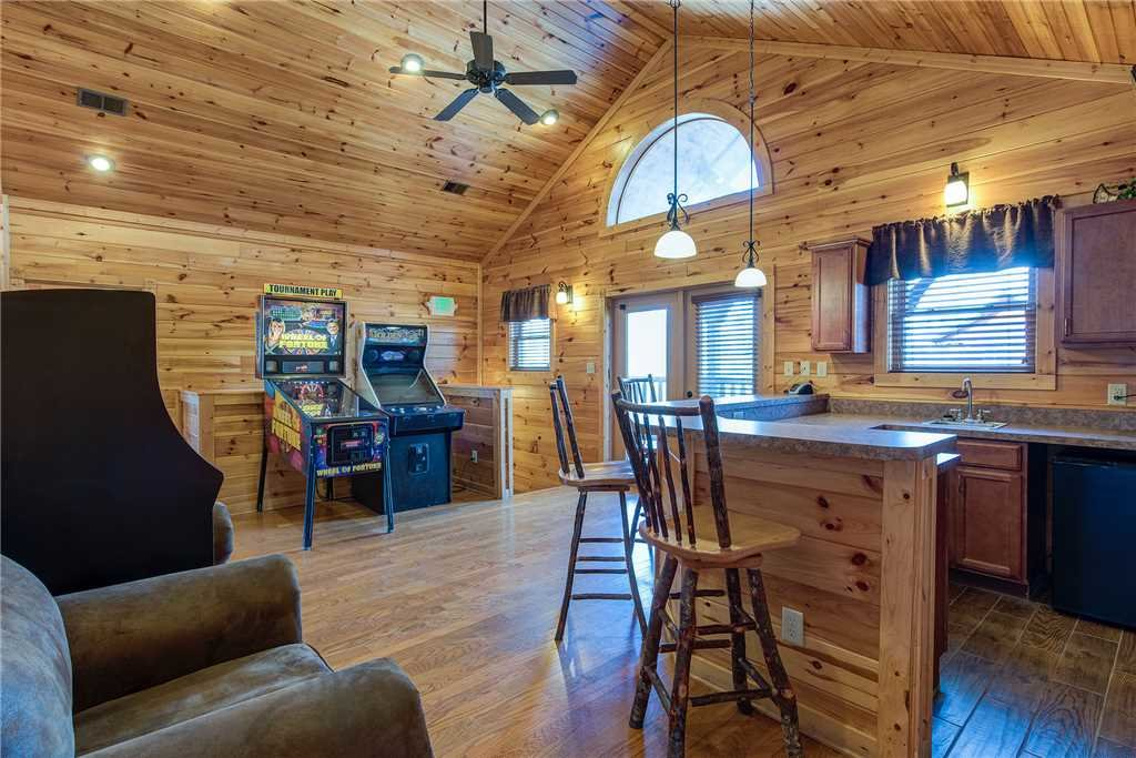 Photo of a Gatlinburg Cabin named Mountain View Lodge - This is the fourteenth photo in the set.