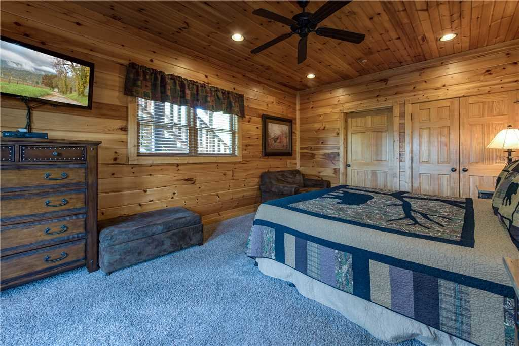 Photo of a Gatlinburg Cabin named Mountain View Lodge - This is the eighteenth photo in the set.