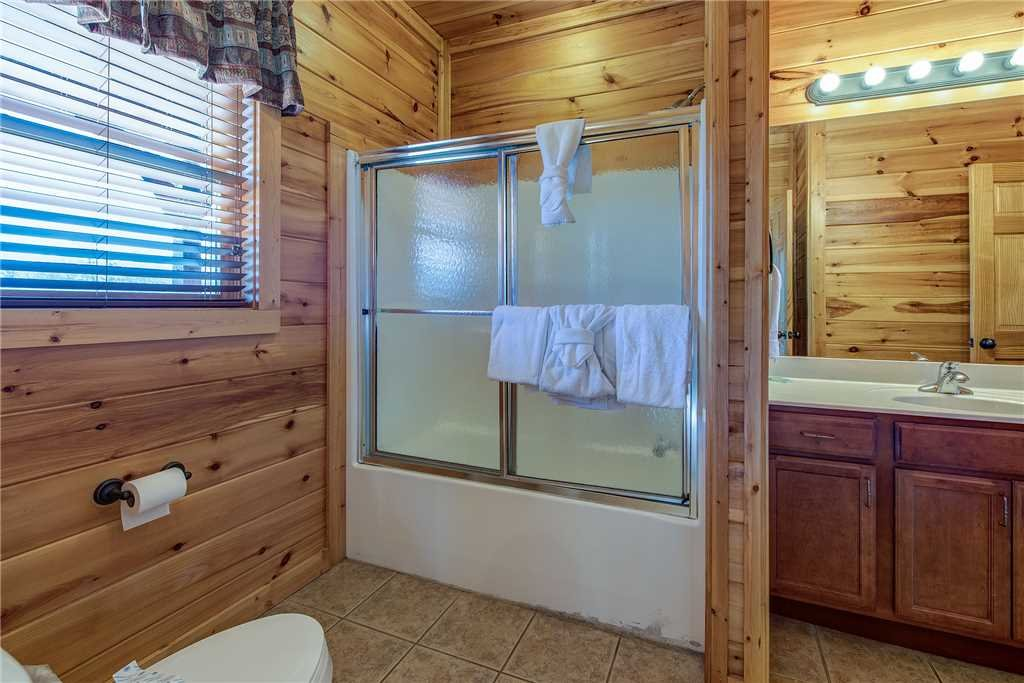 Photo of a Gatlinburg Cabin named Mountain View Lodge - This is the twenty-seventh photo in the set.