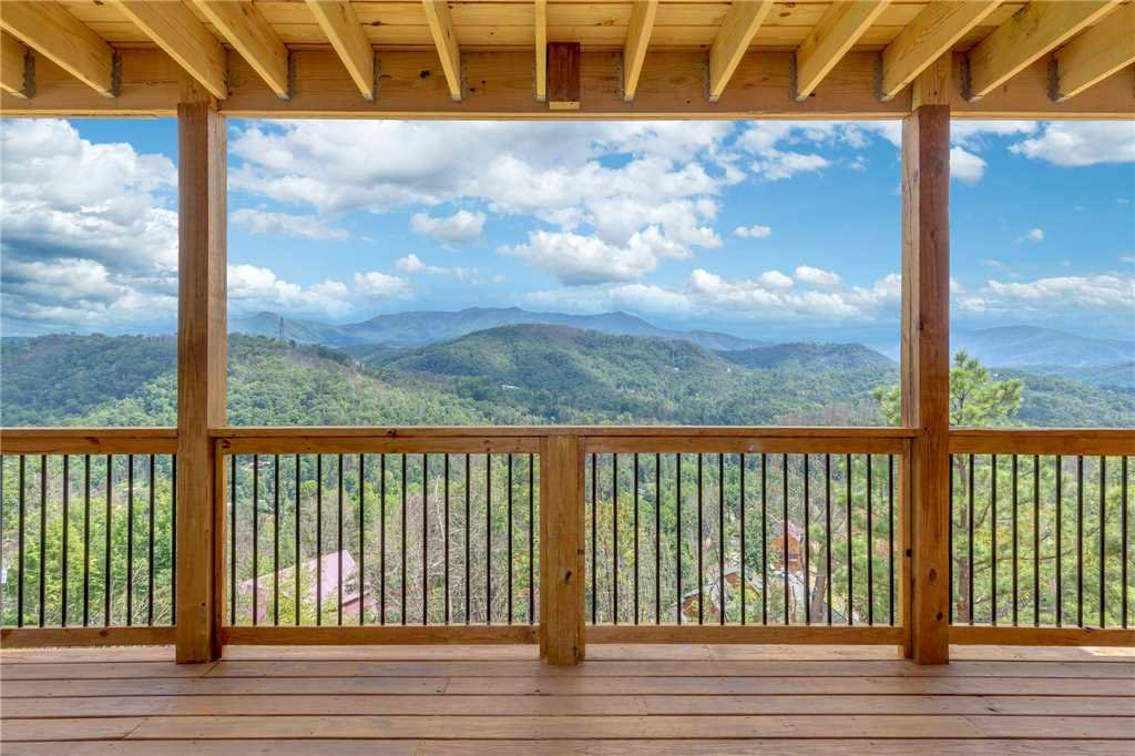Photo of a Gatlinburg Cabin named All About The View - This is the thirty-seventh photo in the set.