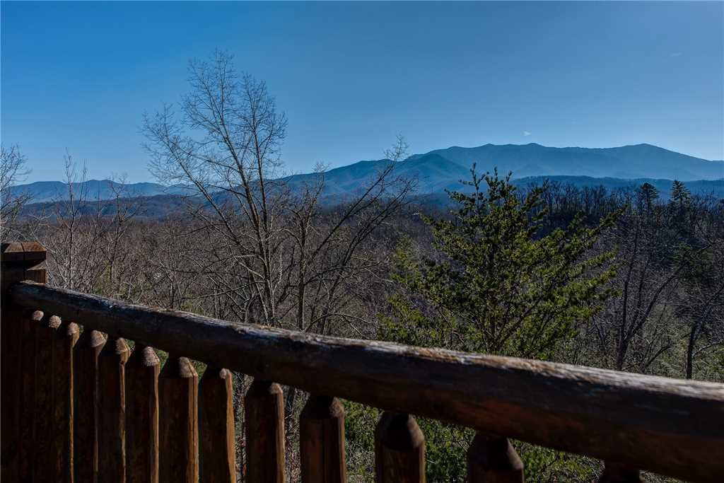 Photo of a Gatlinburg Cabin named Mountain View Lodge - This is the forty-second photo in the set.