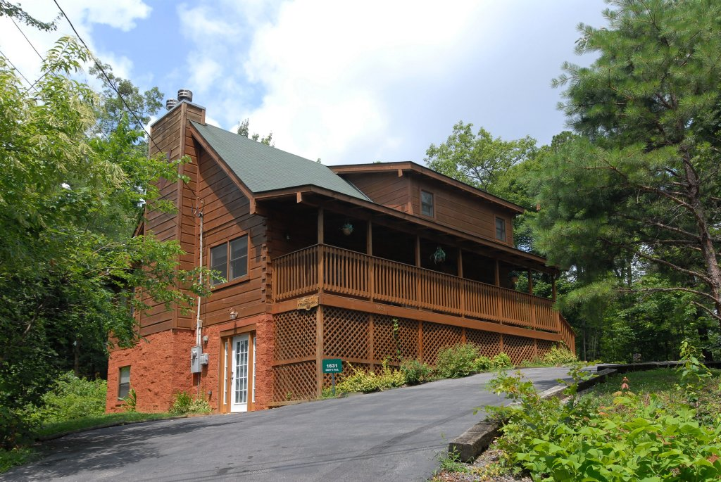 Photo of a Gatlinburg Cabin named A Mountain Lair #1631 - This is the third photo in the set.