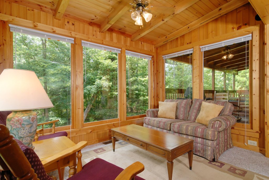 Photo of a Gatlinburg Cabin named A Mountain Lair #1631 - This is the twelfth photo in the set.