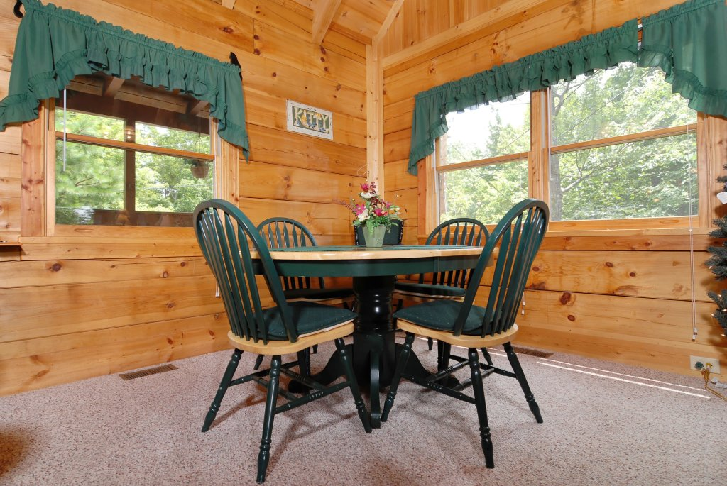 Photo of a Gatlinburg Cabin named A Mountain Lair #1631 - This is the fifteenth photo in the set.