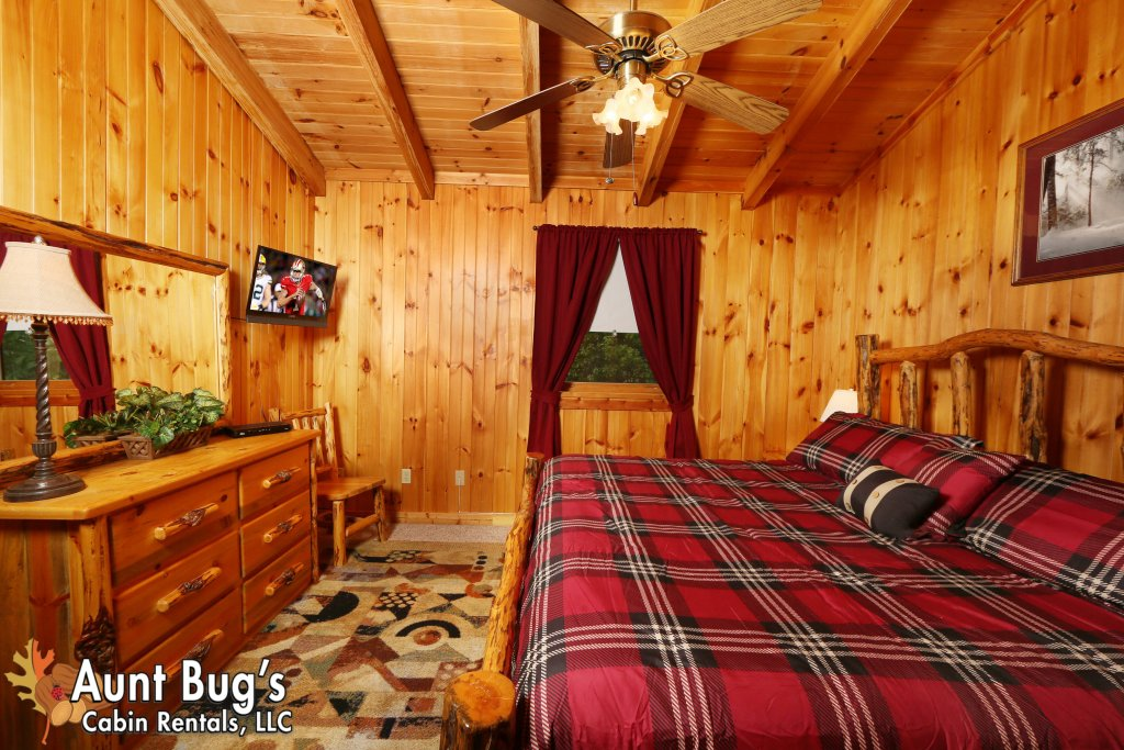 Photo of a Gatlinburg Cabin named A Mountain Lair #1631 - This is the twenty-seventh photo in the set.