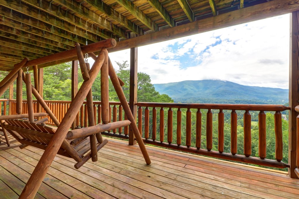 Photo of a Sevierville Cabin named Soaring Vista Cabin - This is the third photo in the set.