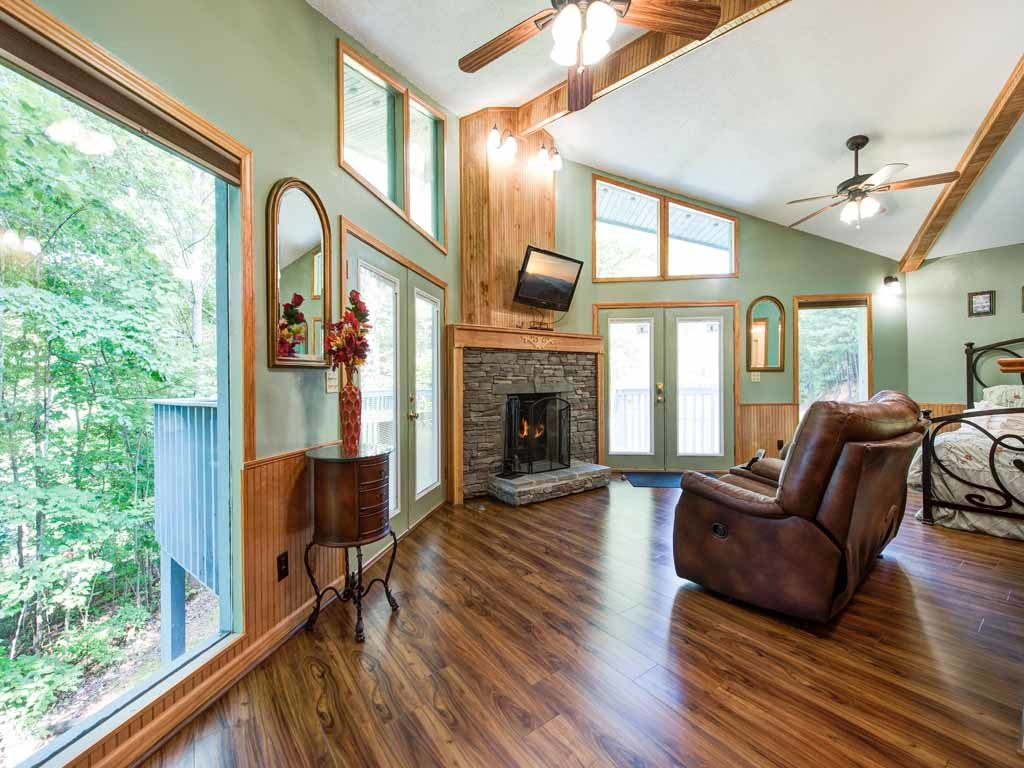 Photo of a Gatlinburg Cabin named Woodsong - This is the first photo in the set.
