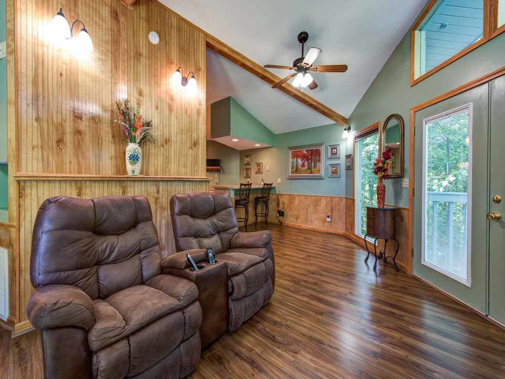 Photo of a Gatlinburg Cabin named Woodsong - This is the third photo in the set.