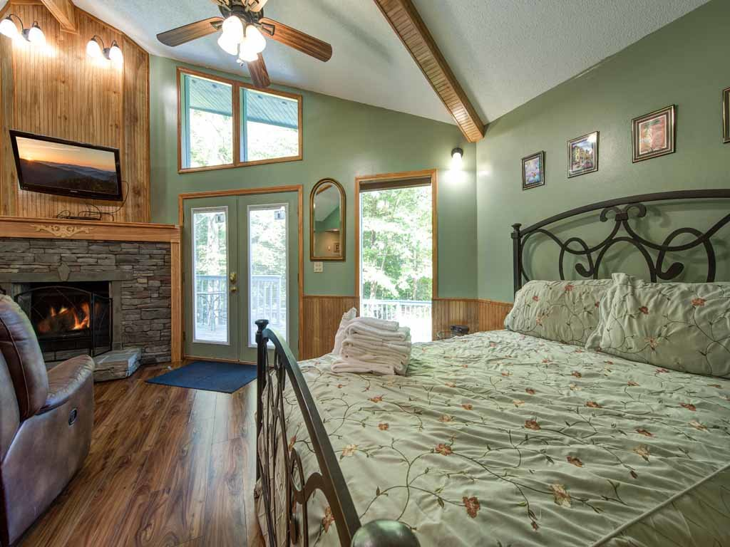 Photo of a Gatlinburg Cabin named Woodsong - This is the eighth photo in the set.