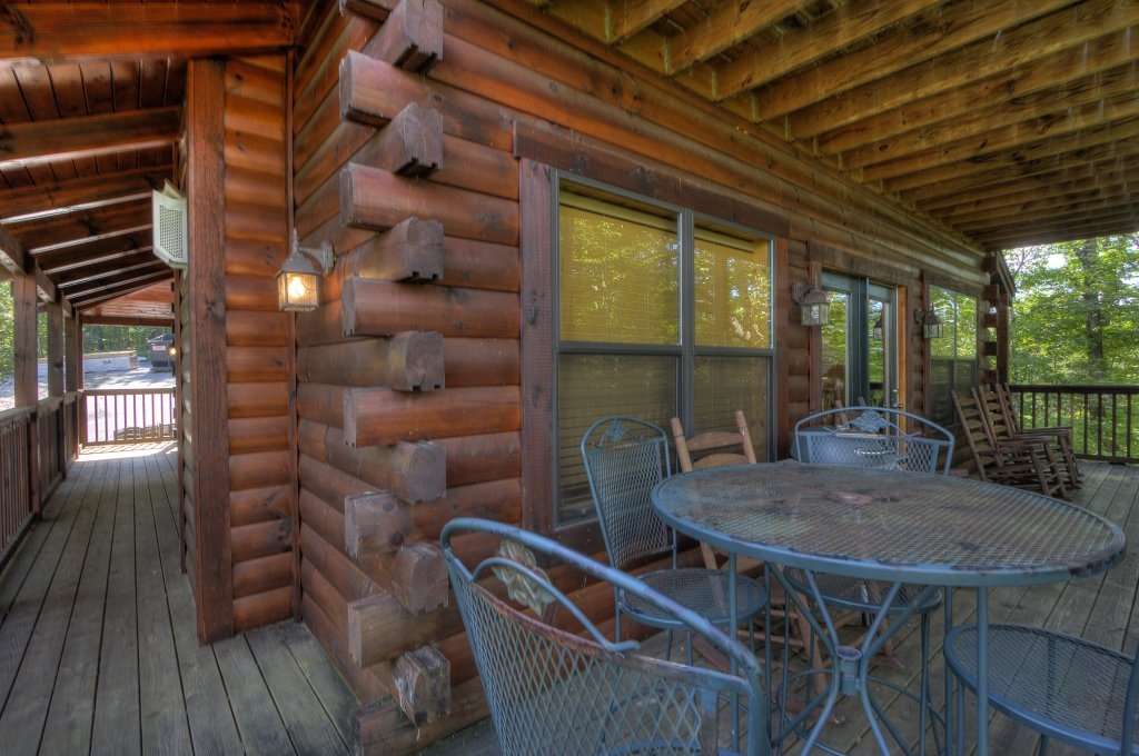 Photo of a Pigeon Forge Cabin named Can't Bear To Leave #455 - This is the fifty-second photo in the set.