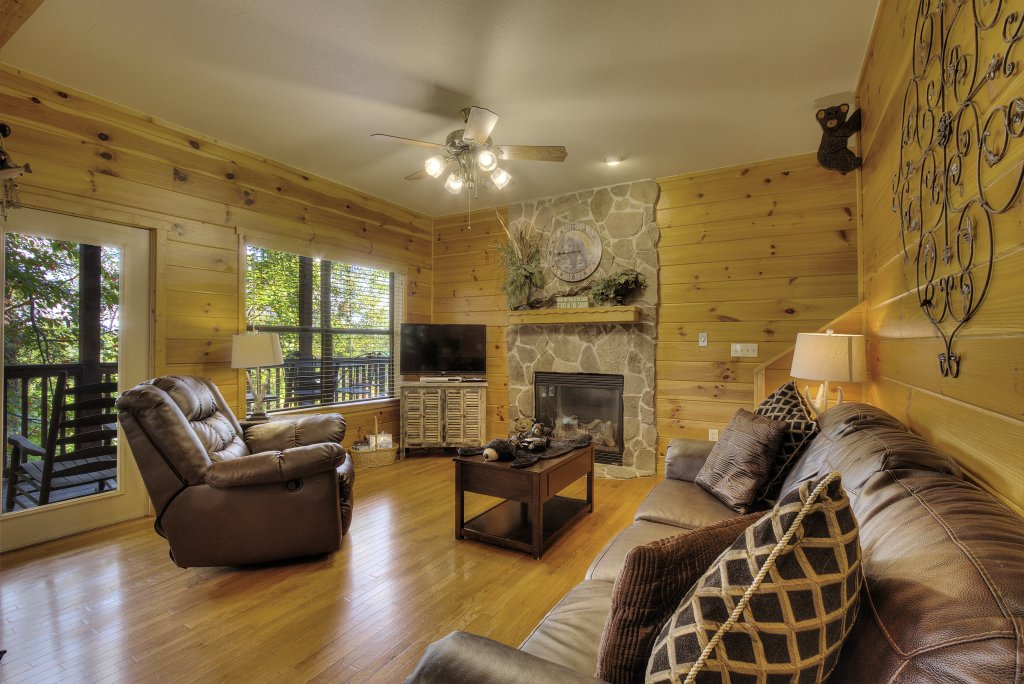 Photo of a Pigeon Forge Cabin named Can't Bear To Leave #455 - This is the forty-first photo in the set.