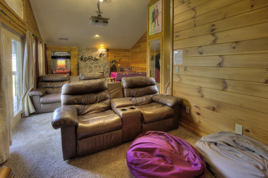 Photo of a Pigeon Forge Cabin named Can't Bear To Leave #455 - This is the sixty-first photo in the set.