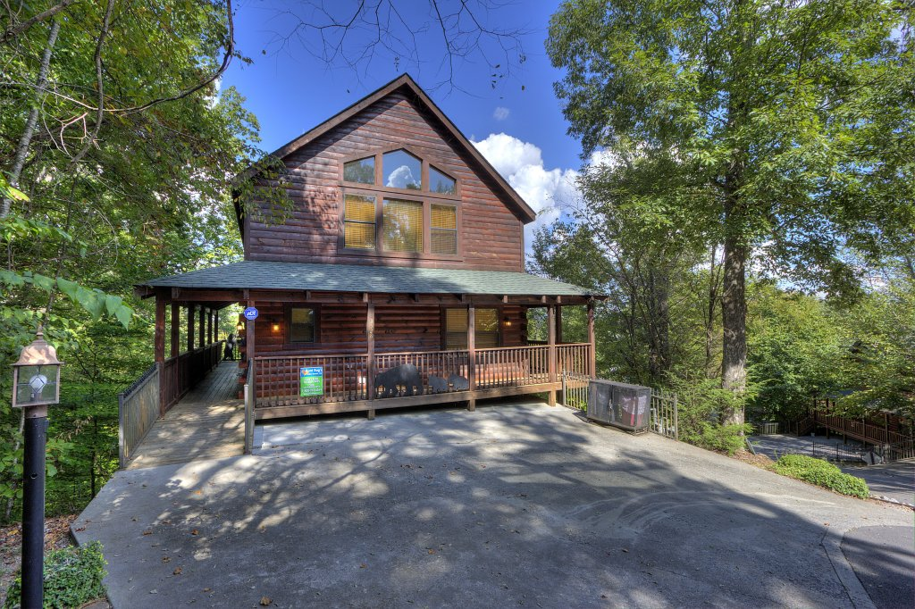 Photo of a Pigeon Forge Cabin named Can't Bear To Leave #455 - This is the fifty-first photo in the set.