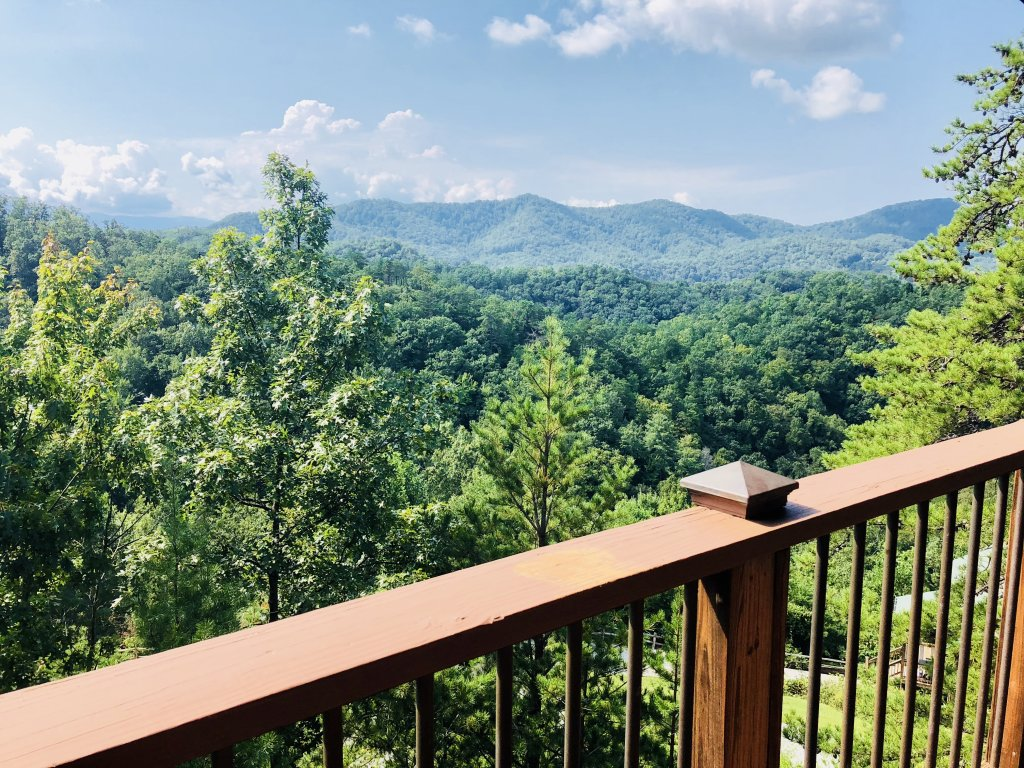 Photo of a Gatlinburg Cabin named A View For All Seasons - This is the first photo in the set.