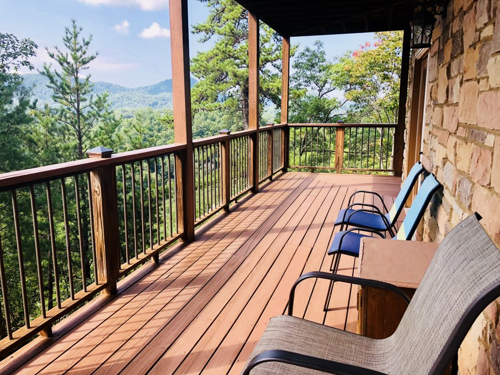 Photo of a Gatlinburg Cabin named A View For All Seasons - This is the eighth photo in the set.