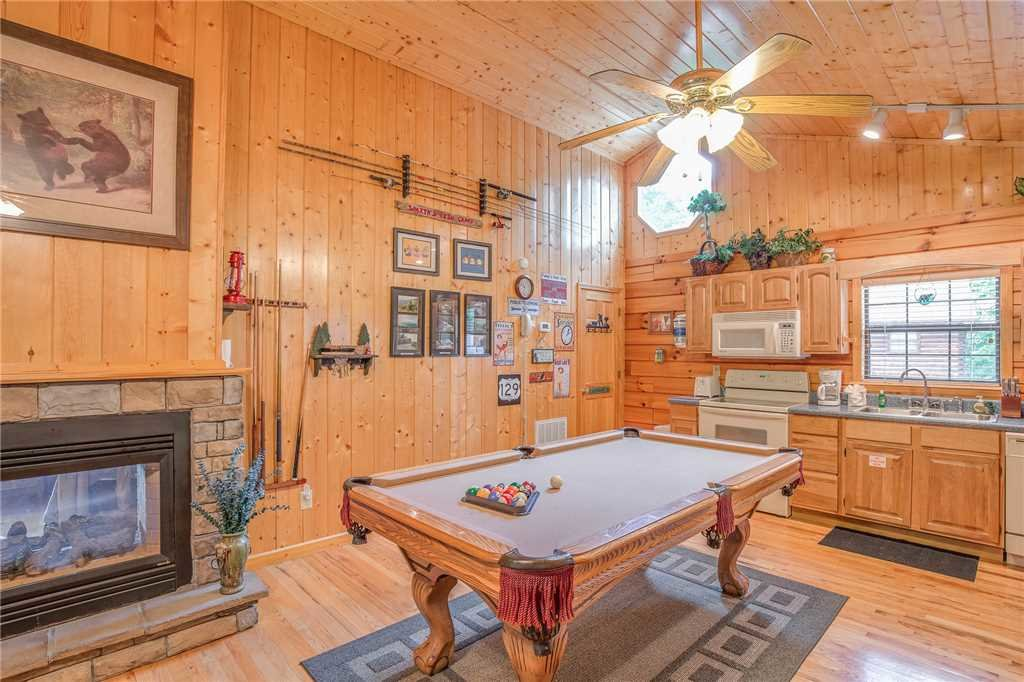 Photo of a Sevierville Cabin named Bear Escape - This is the ninth photo in the set.