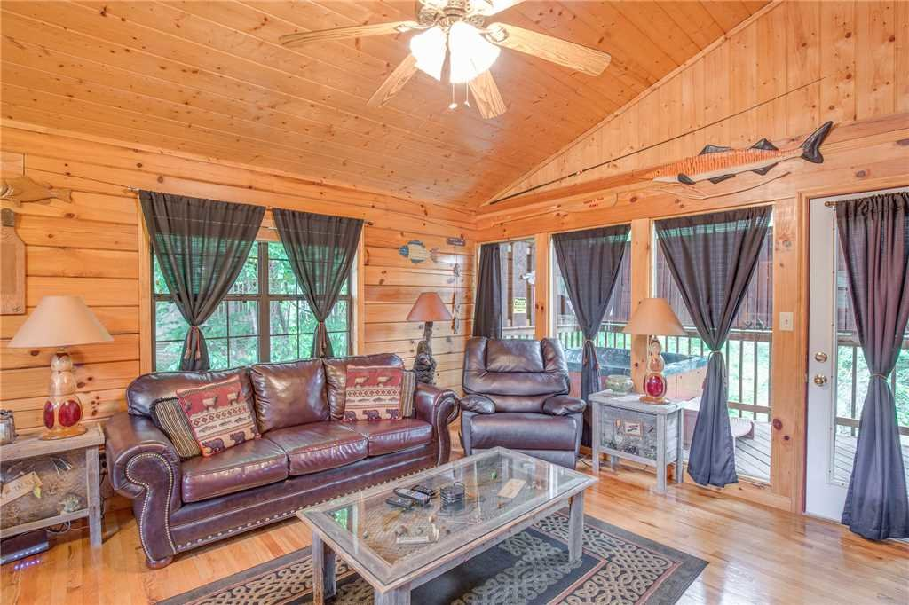 Photo of a Pigeon Forge Cabin named Bear Escape - This is the fourth photo in the set.