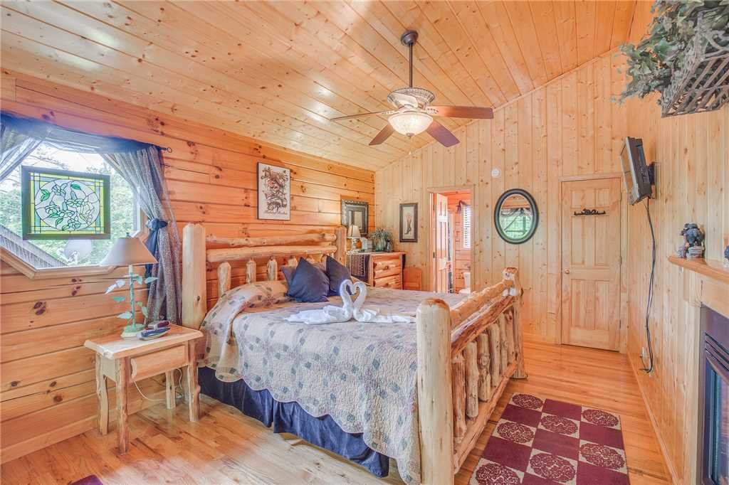 Photo of a Sevierville Cabin named Bear Escape - This is the tenth photo in the set.