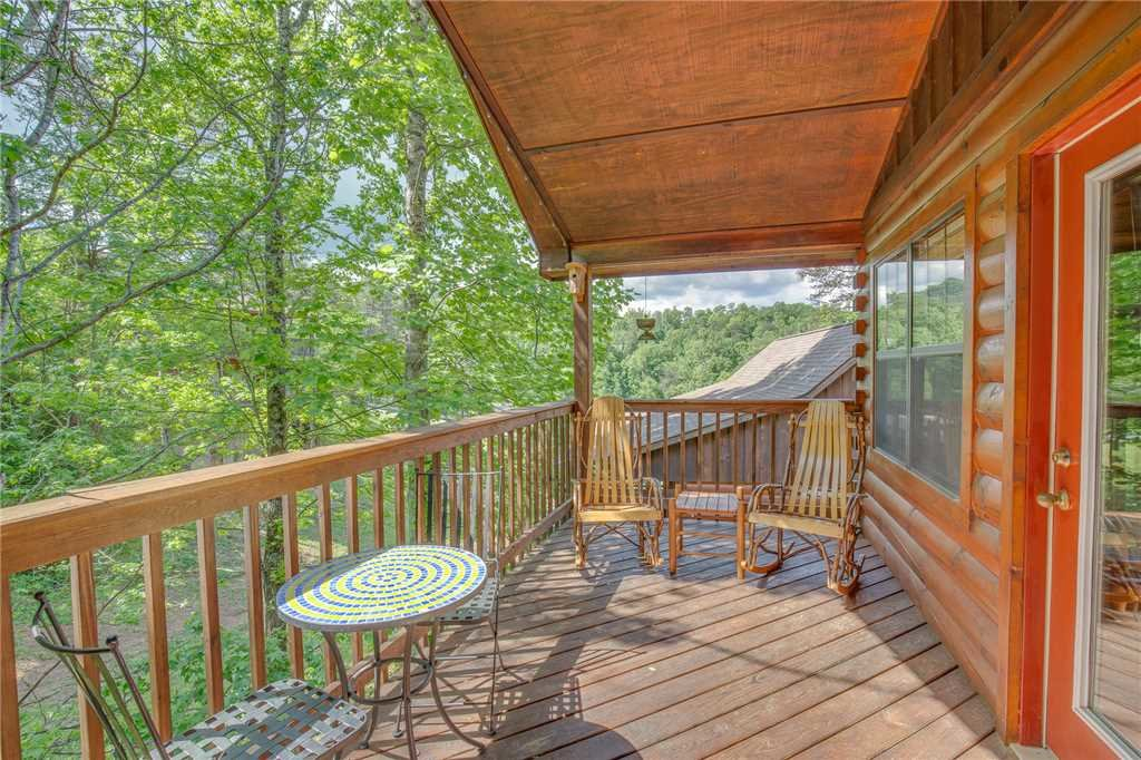 Photo of a Pigeon Forge Cabin named Bear Escape - This is the fifth photo in the set.