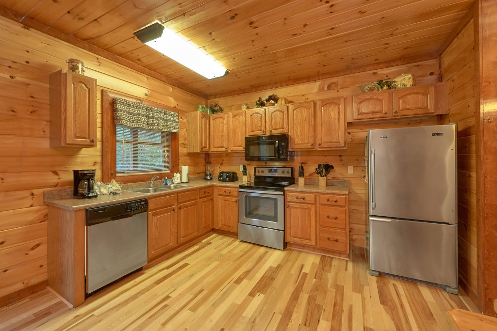 Photo of a Gatlinburg Cabin named Live, Laugh, Love Pool Lodge - This is the twenty-second photo in the set.